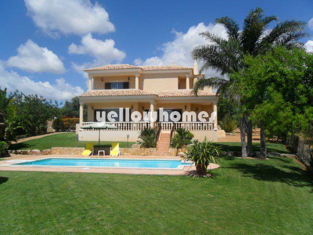 Attraktive 3 SZ Villa mit Pool und Meerblick zu verkaufen in Boliqueime