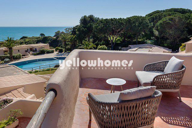 Blick von Appartements mit Pool und Meerblick in Wellness resort in Armacao de Pera