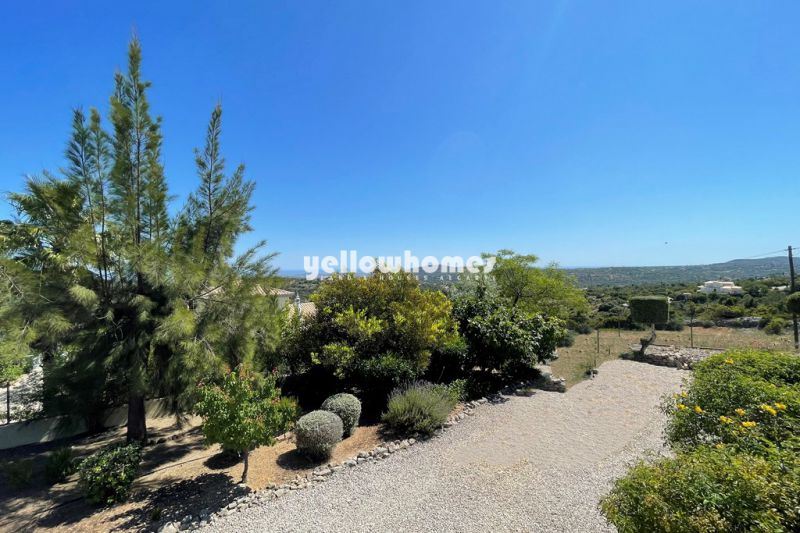 Cosy 3-bed Villa with panoramic sea views and pool on a hill north of Faro