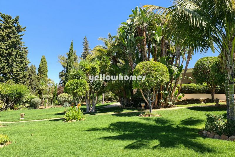 Charming and very private 4 bedroom villa with mature garden and sea views