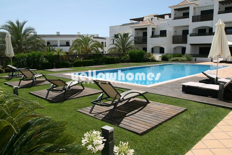 2-bed apartments only a stones throw from the beach of Porto de Mos