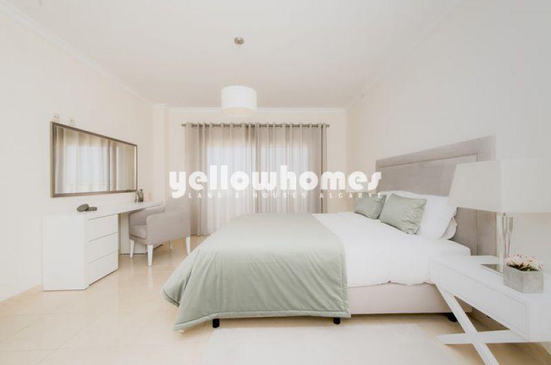 Espaçoso apartamento T3 com vistas deslumbrantes perto de Ferragudo