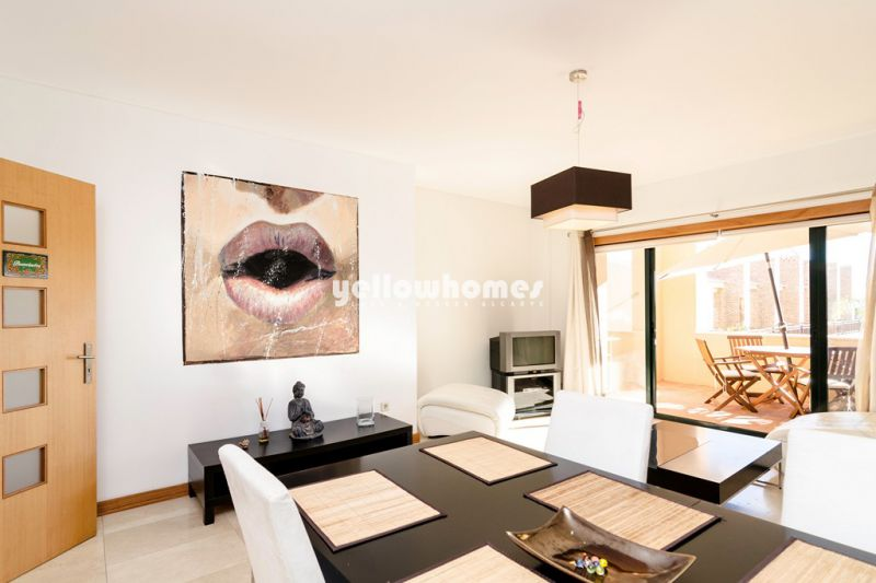 Spacious 2 bed and 2 bath apartment with communal pool in Vilamoura