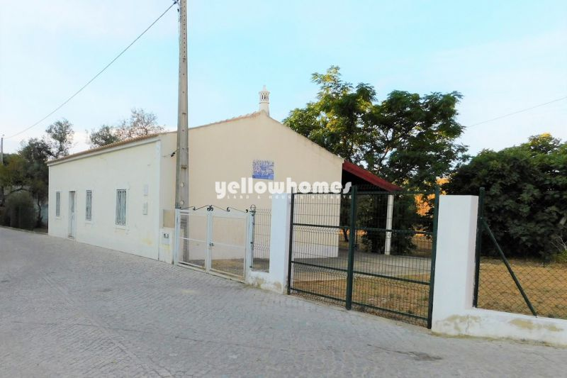 Typical 3- bedroom house with garden on the outskirts of Loule, central Algarve