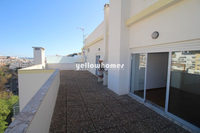 Large Duplex Penthouse apartment with 3 bedrooms and sea views in Albufeira