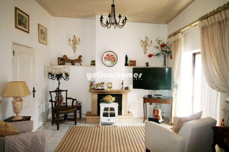 Atrativa moradia típica portuguesa com casa de hóspedes perto de Loule