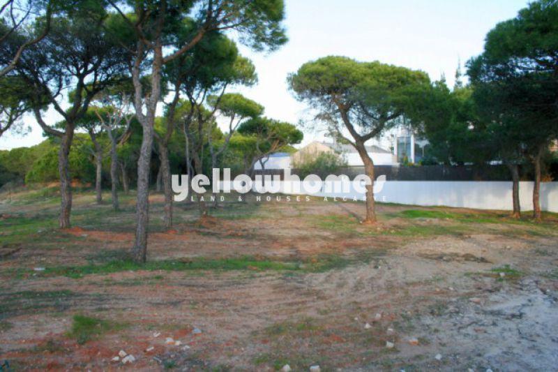Terreno urbano perto de campos de golfe e praia para venda