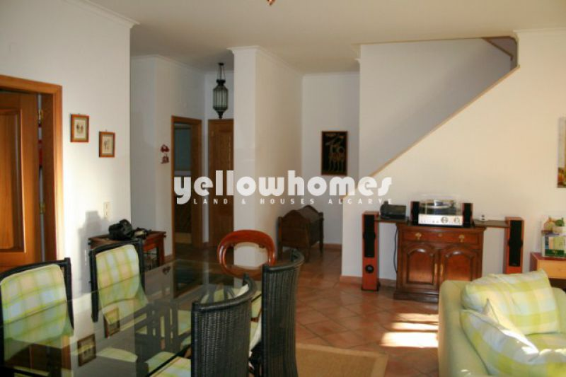 Well presented corner townhouse in Quinta do Lago for sale