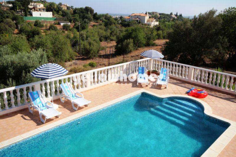 Spacious 4-bedroom villa with nice views