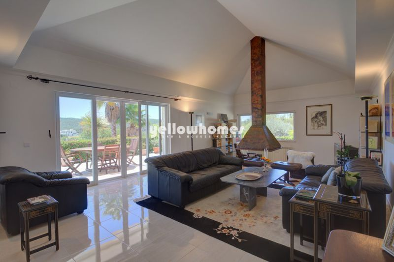 Detached 4 bedroom property on a large, private plot near Loule