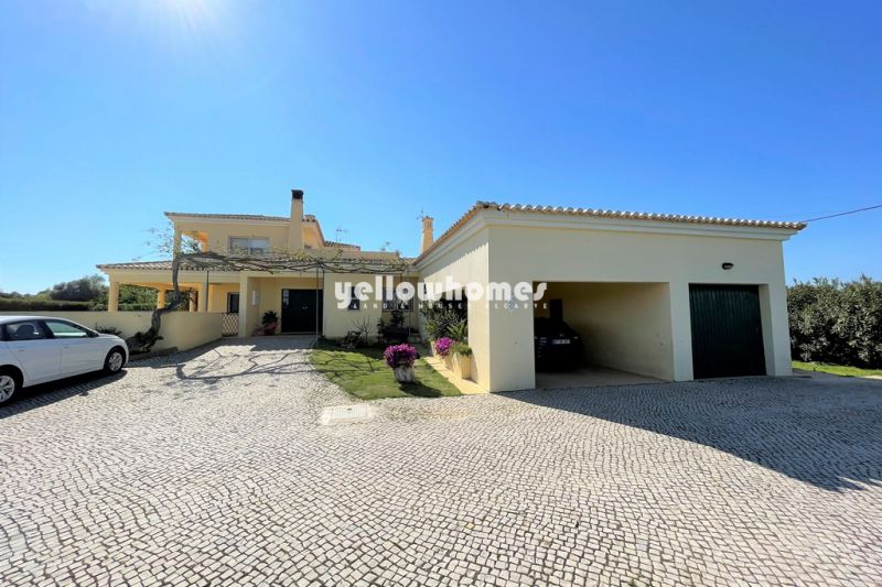 Beautiful detached 3-bed villa with pool and garage near Lagoa and Carvoeiro