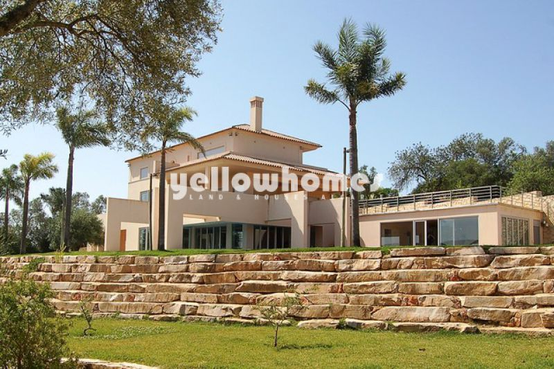 Contemporary style 4 bedroom villa close to Loule