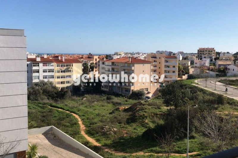 Modern 2-bed apartment with beautiful views and garage close to Portimão