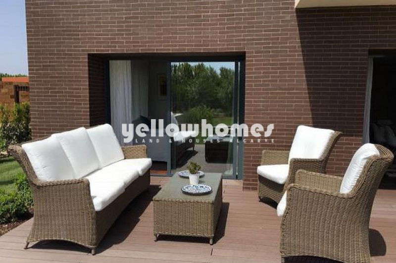 Contemporary 1-bed apartment near the Golf Course