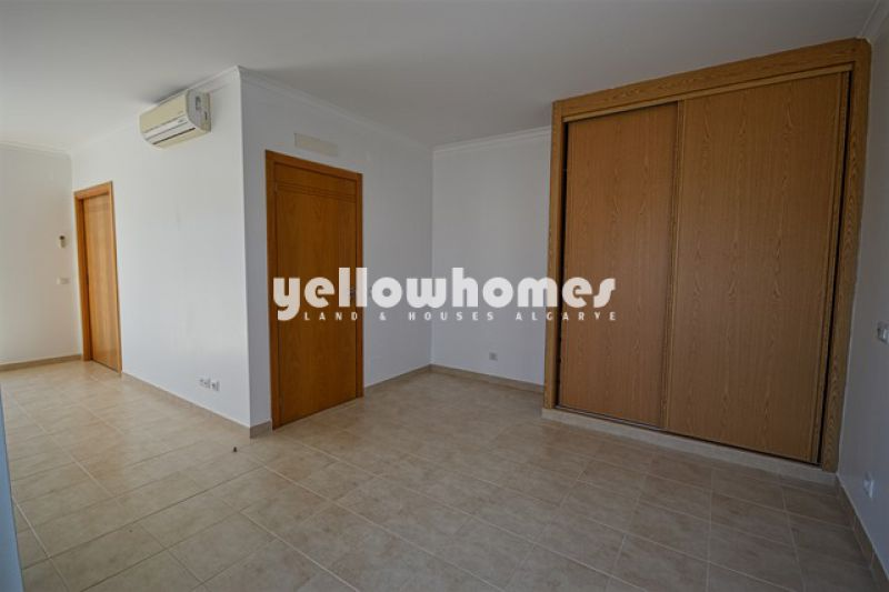 Spacious 1-bed townhouse in a private condominium near Carvoeiro