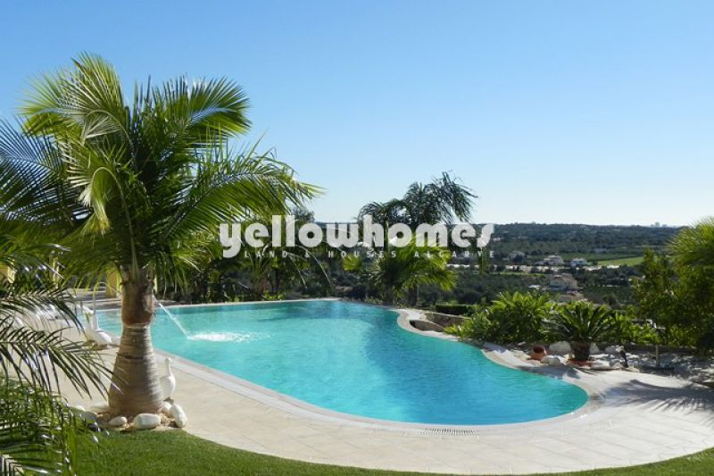 Superb luxury villa with stunning sea views near Vilamoura