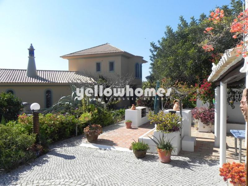 Spacious and well-presented villa with stunning sea views