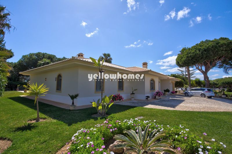 Unique, spacious single storey villa between Vale Do Lobo and Quarteira