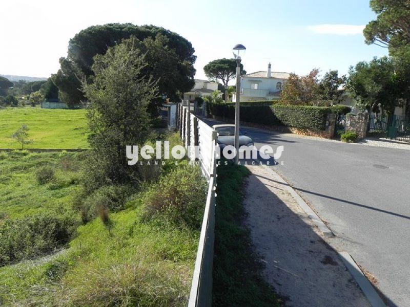 Lote infraestruturado para construção perto de Vilamoura