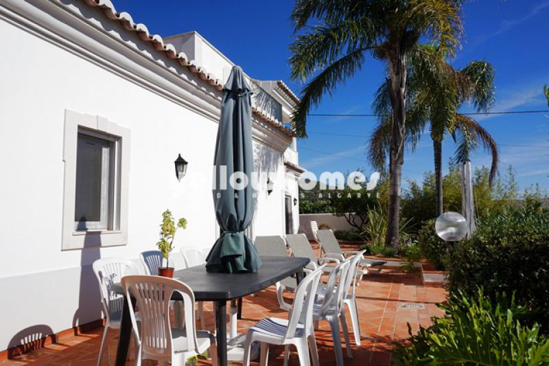 Semi detached 4-bed villa with sea views in Santa Barbara de Nexe