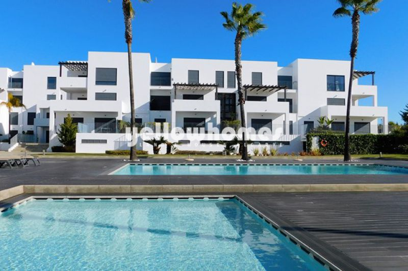 High quality 2-bed apartment in a private resort in Vilamoura