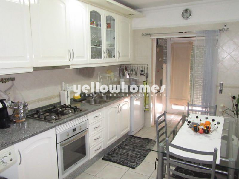Imaculado apartamento T3 com grande pátio nos arredores de Tavira