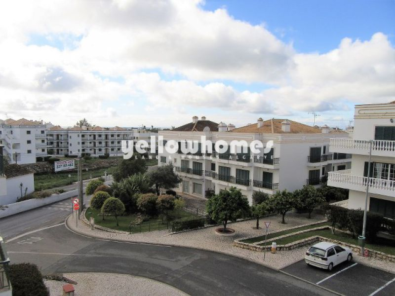 1-bed top floor apartment close to a golf course, beach and amenities