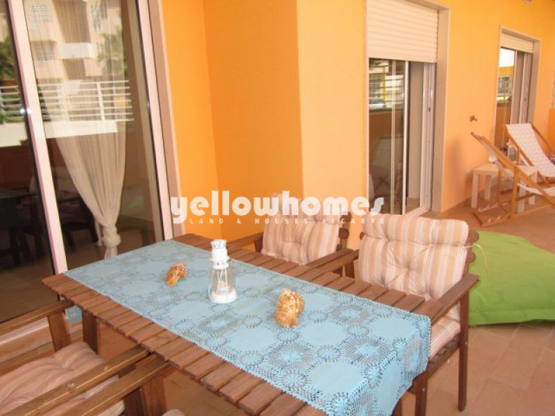 Spacious 2-bed ground floor apartment with communal pool near Tavira