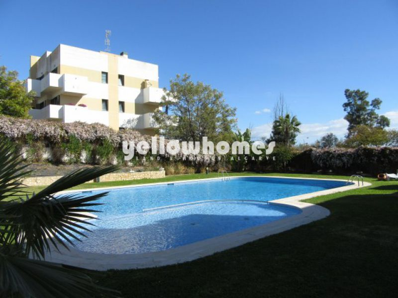 2-bed apartment with large communal pool near Benamour golf course