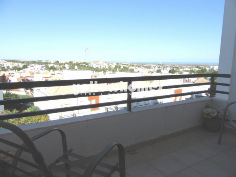 3-bed penthouse with large roof terrace and sea views in Tavira
