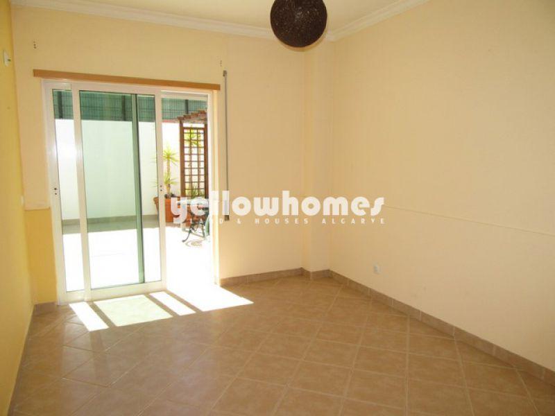 Espaçoso apartamento T2 a uma curta distância do centro de Tavira