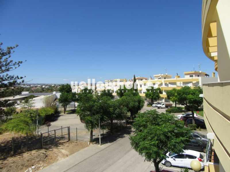 2-bed top floor apartment with stunning sea-/country views in Tavira