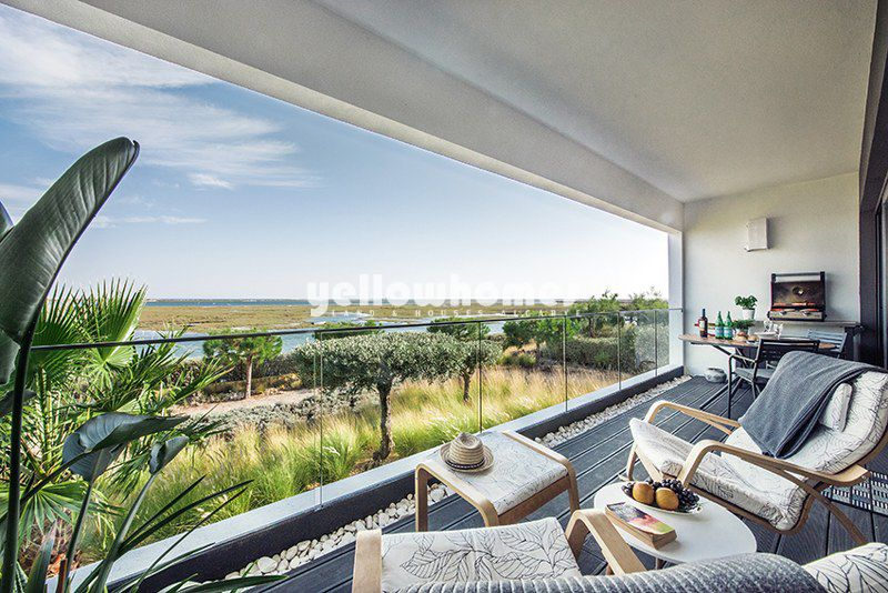 Luxury 4 bed apartment with amazing views of the Ria Formosa and the sea