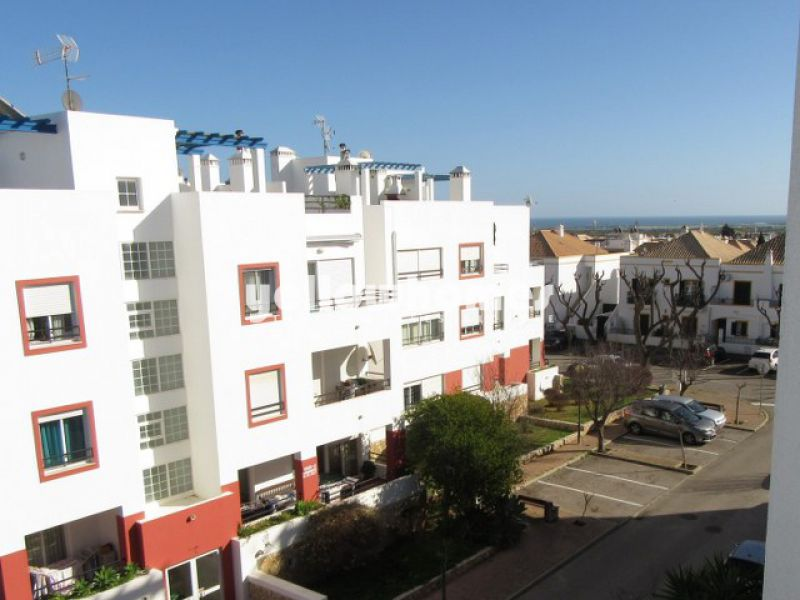 2-bed top floor apartment with sea views in Tavira