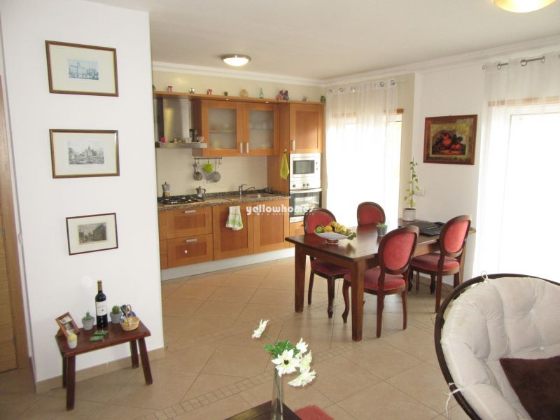 Well presented 2-bed apartment with roof terrace in Cabanas de Tavira