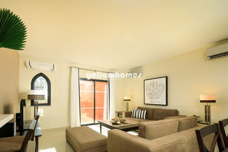 Apartamento T2 em estilo mourisco num condomínio de golfe exclusivo