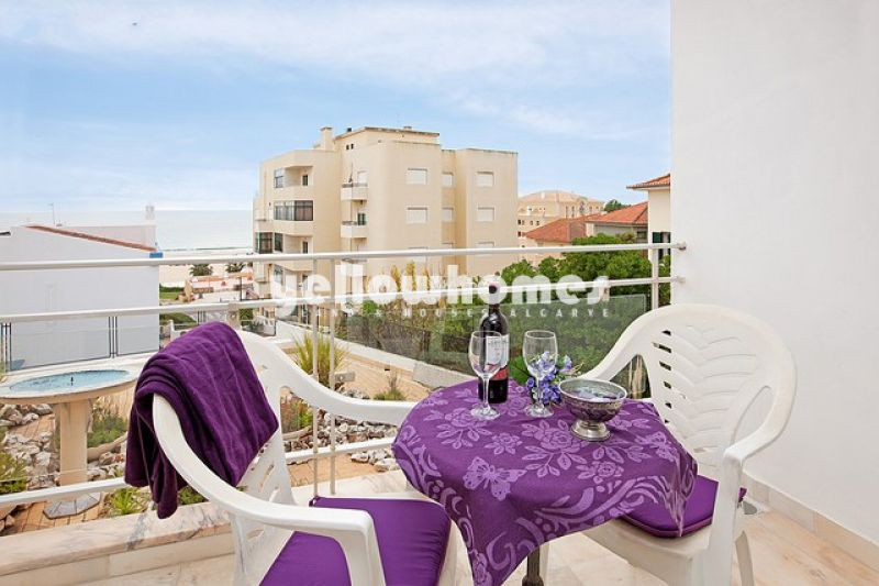 Spacious 1-bed apartment with great sea views near the beach of Portimao