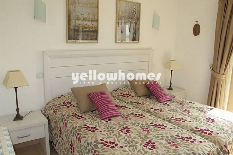 Good quality 2-bed apartment at a well-known golf resort near Carvoeiro
