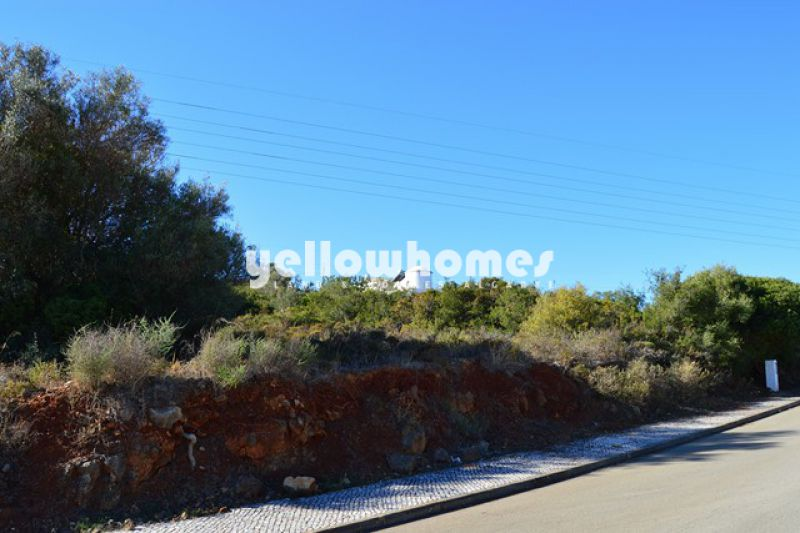 Several building plots available on fine location close to Albufeira