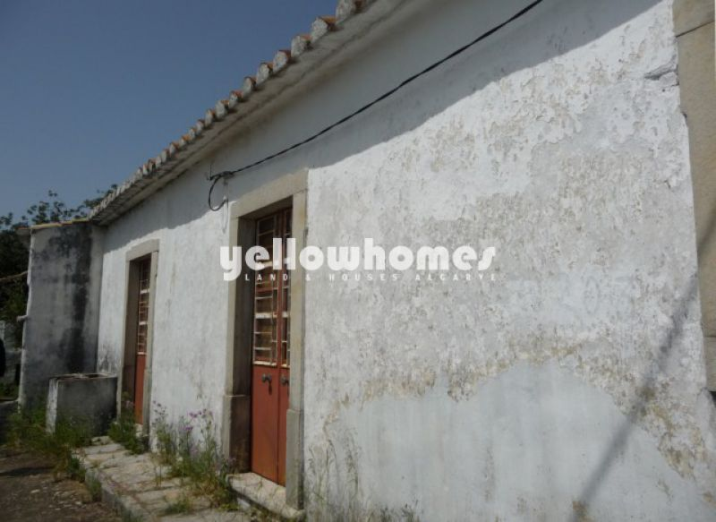 Large, old farmhouse on lovely countryside location