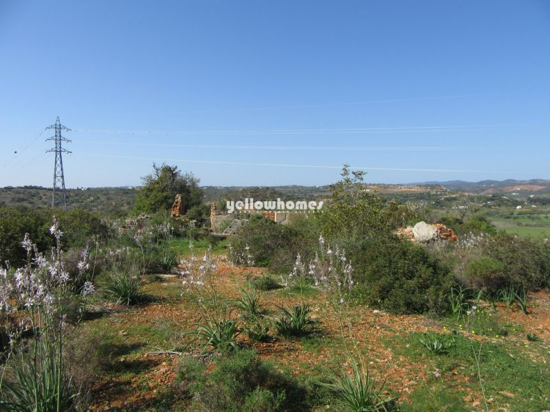 Large building plot with two ruins close to Tavira