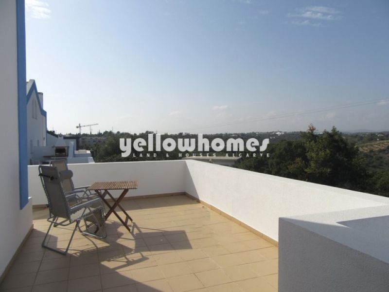 Well-presented townhouse with communal swimming pool close to Tavira centre