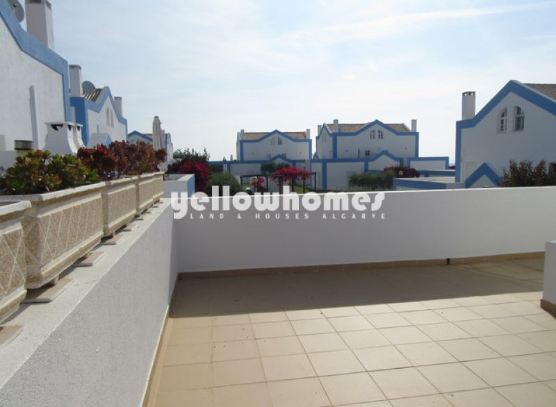 2-bed townhouse with large communal pool in Tavira