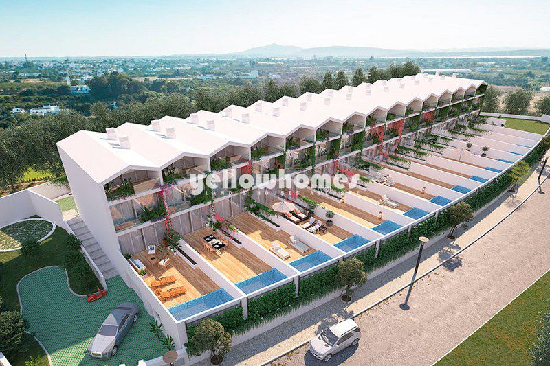 Newly built 3-bed townhouse with private pool, garage and elevator near Tavira
