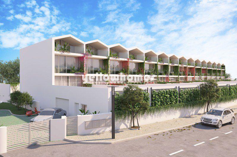 Moradia em banda V3 com piscina privada, garagem e elevador perto de Tavira