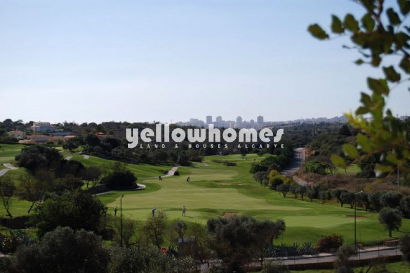 Modern newly built 2 and 3 bedroom townhouses on Golf course