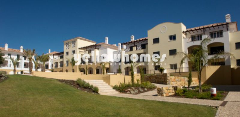 T3 townhouses in picturesque resort at 800m from seafront