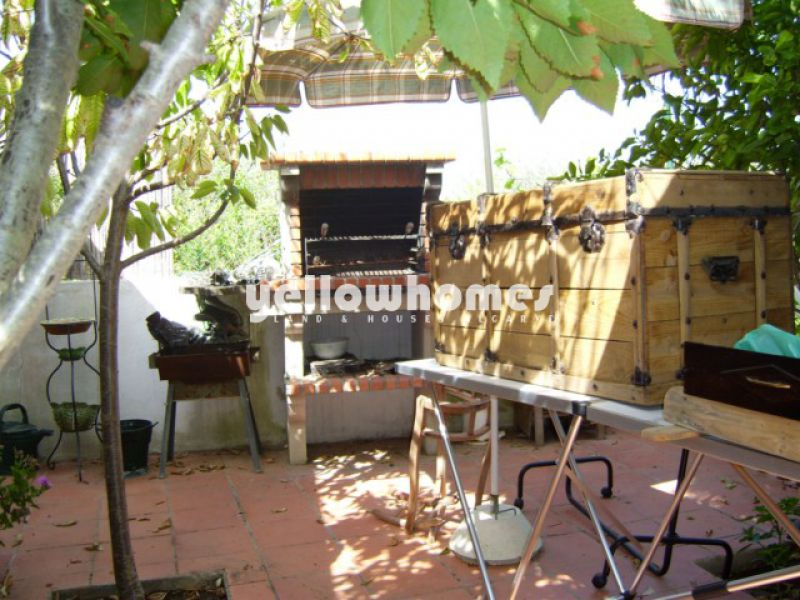 Partly renovated property with back garden near Sto. Estevão
