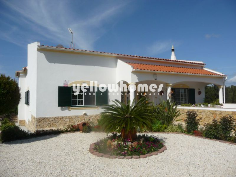 Good quality 3-bed villa with wonderful country views