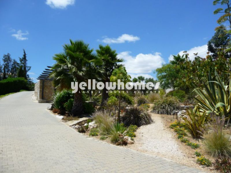 Good quality three bedroom villa with great sea and mountain views